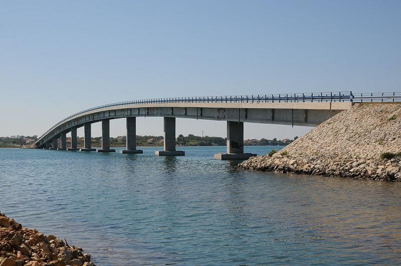 Kikötői hídon át a Vir szigetre